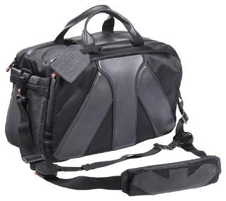 ...включают в себя две профессиональные сумки, отличающиеся размерами.