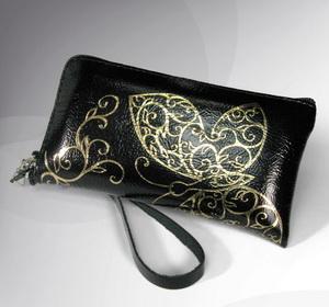 Формы женских сумок: кошелек для кредитных карт.