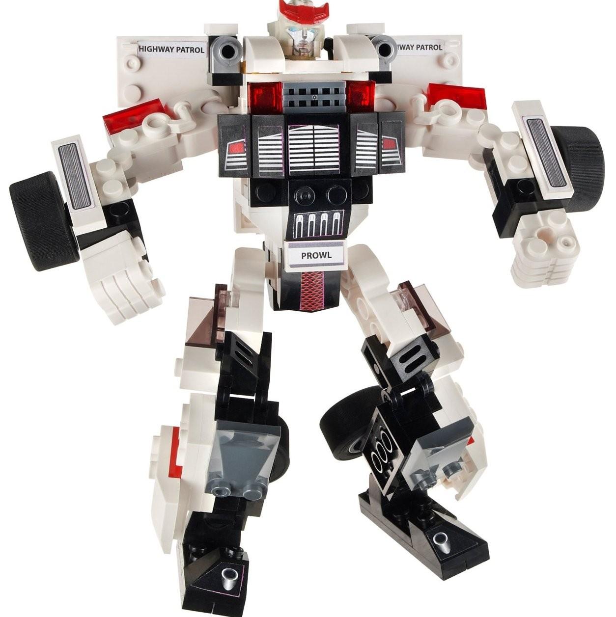 В набор входят мини-фигурки полицейского и робота-трансформера Prowl.