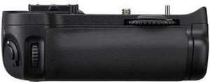 Фото батарейной ручки для Nikon D7000 MB-D11